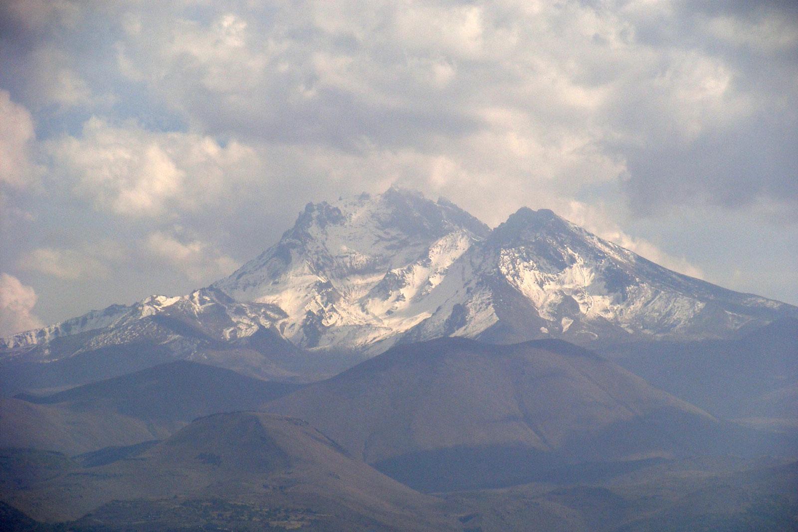 важным эрджияс вулкан фото кайсери древним сказаниям, считается